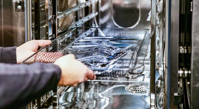 convotherm_combi_oven_hygienic_solutions_steam_sterilizer_knifes_forks.jpg